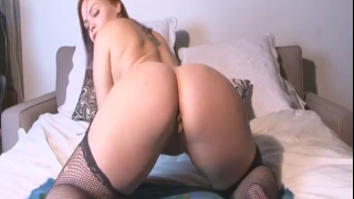 Sexy Girl On Webcam Scat JOI While She Farts And Shits For Us
