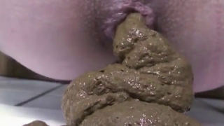 Nice Closeup Scat Video Showing Girl Shitting A Big Dirty Mess Of Poop On Live Webcam