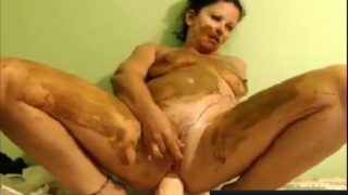 Hot Scat Queen On Webcam Shits Fucks Her Ass And Smears Poop While Playing With Herself In Bed