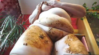 Hot Fatty On Live Scat Cam Shits And Smears Poop On Her Hot Body During Recording