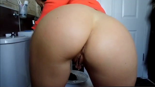 Girl With Amazing Ass Takes A Nice Poop On A Plate For Us To Enjoy On Webcam