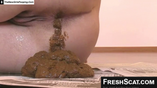 Yummy Thick Woman Takes A Big Dump On Live Scat Webcam