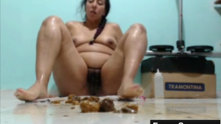 Chubby Scat Babe Plays With Shit And Pisses On Live Scat Webcam