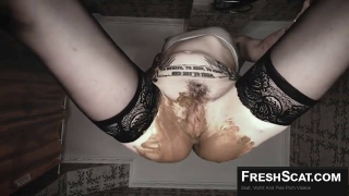 Really Hot Teen Shits And Smears Scat On Her Face Before Smearing It All Over Her Beautiful Body On Webcam