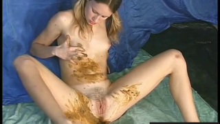Sexy Blonde Teen Loves Shitting And Pissing On Live Scat Webcam